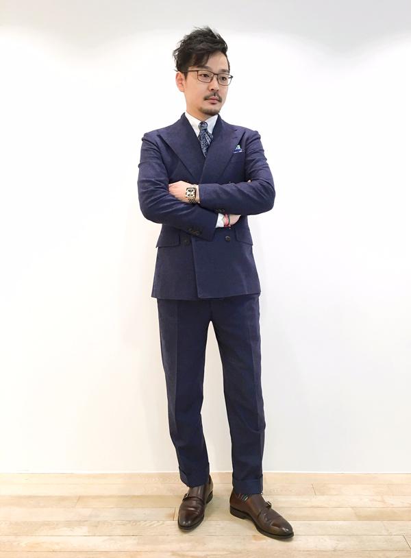 ビジネススタイル メンズコーディネート ネイビースーツ 神戸.JPG